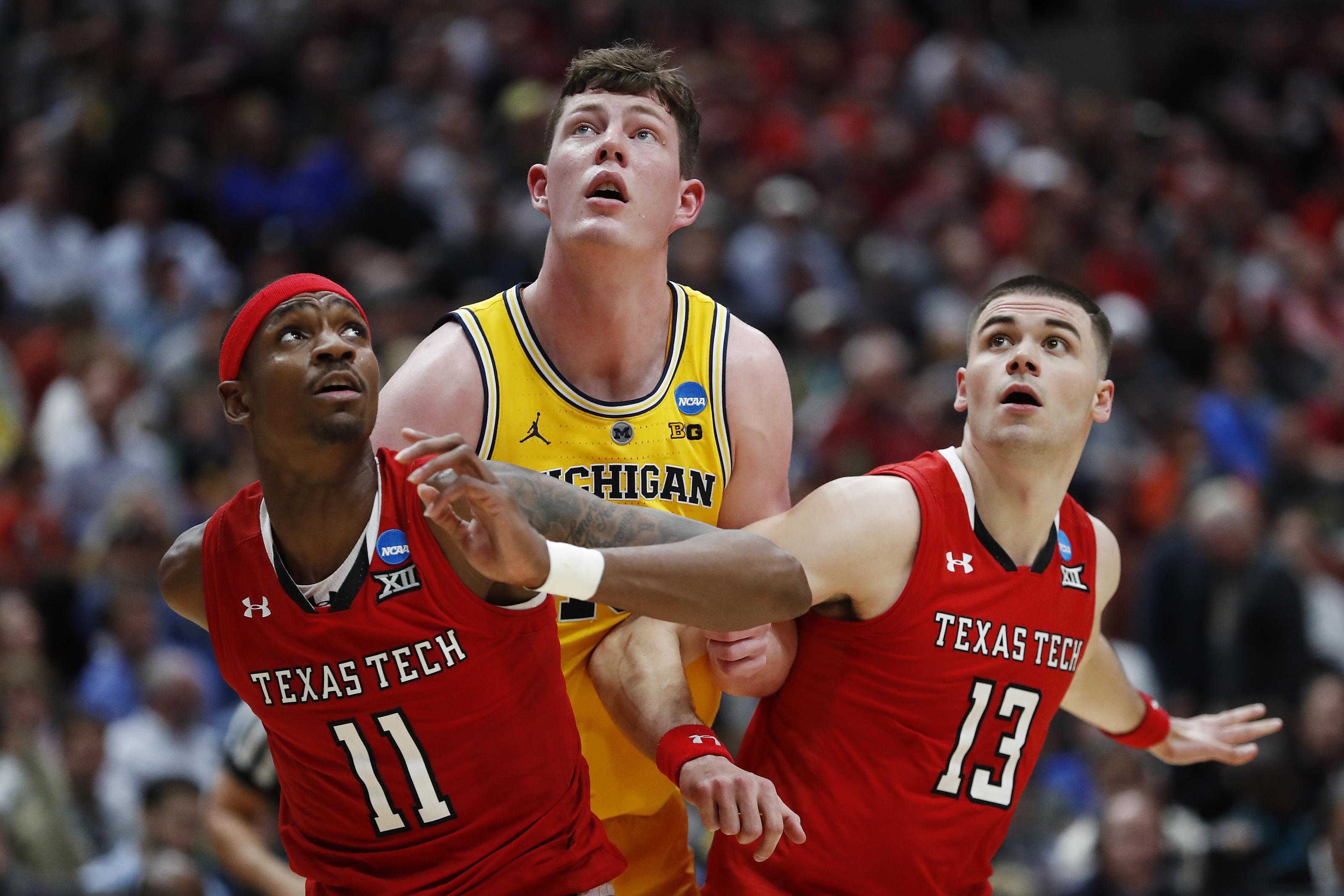 Texas Tech Basketball Alums Tariq Owens Matt Mooney Get Nba Call Up